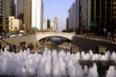 Ручей Чхонгечхон в центре Сеула